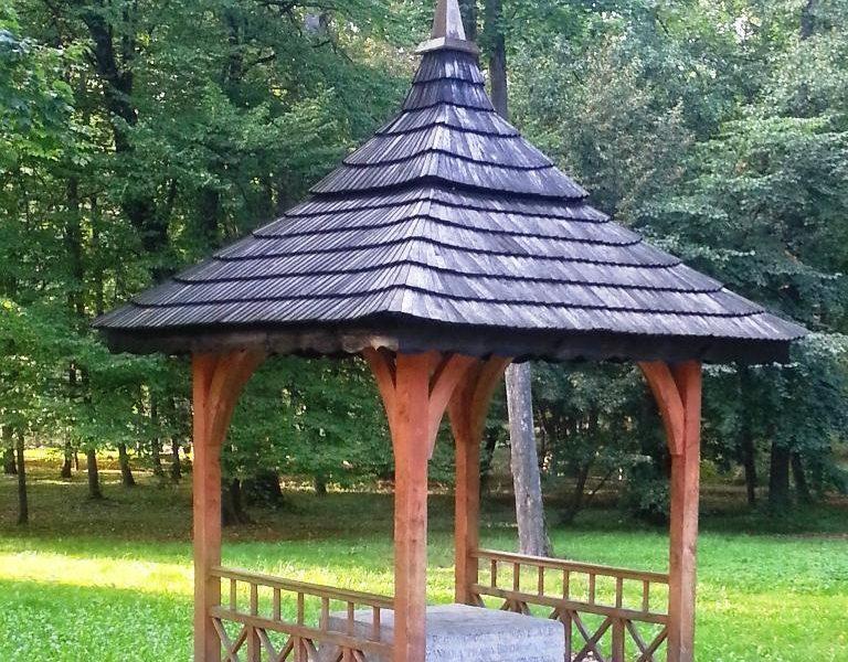 Pomnik upamiętniający zwalczenie plagi szarańczy w Zwierzyńcu