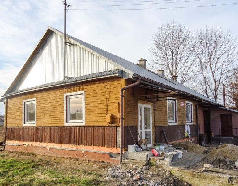 OSP w Hutkowie realizuje grant dotyczący remontu świetlicy wiejskiej