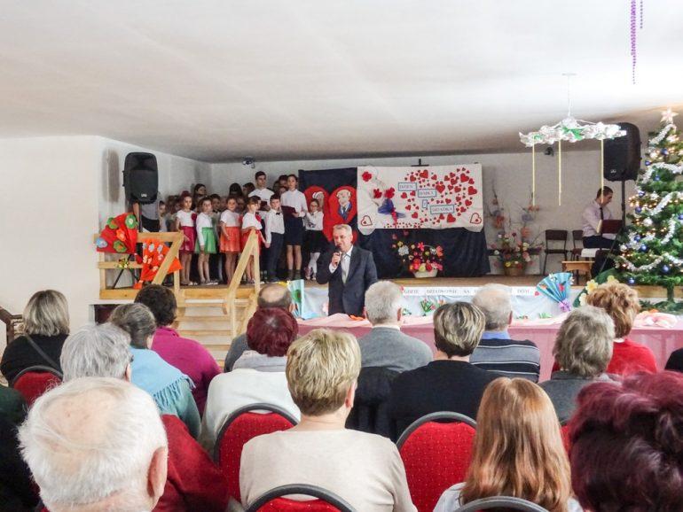 Gminny Dzień Babci i Dziadka w świetlicy wiejskiej w Rachodoszczach