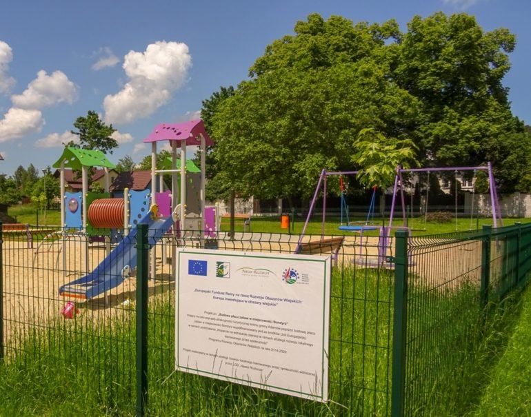 W Bondyrzu powstał nowy plac zabaw i siłownia zewnętrzna